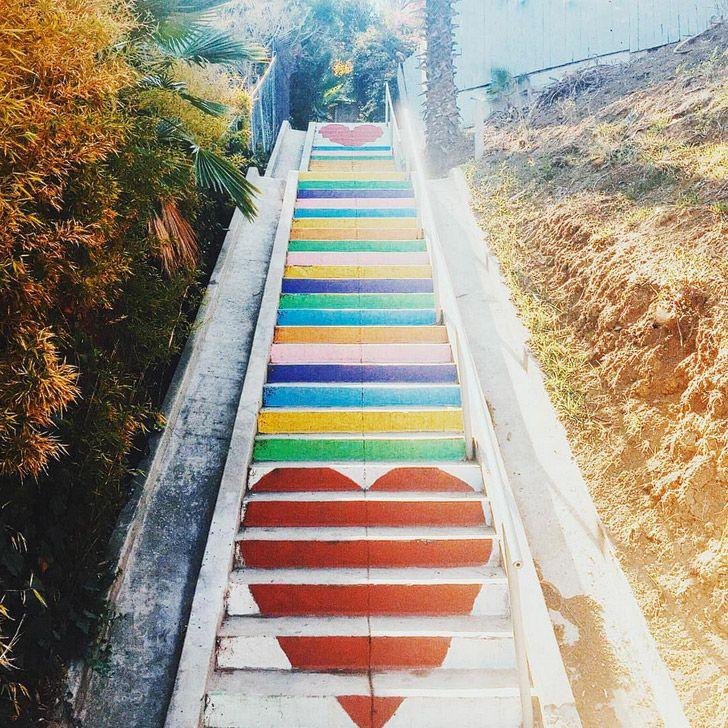 Micheltorena Steps in Silver Lake (25 Most Popular Instagram Spots in Los Angeles) // localadventurer.com #losangeles #murals #instagram #lalaland #california #discoverla #visitcalifornia