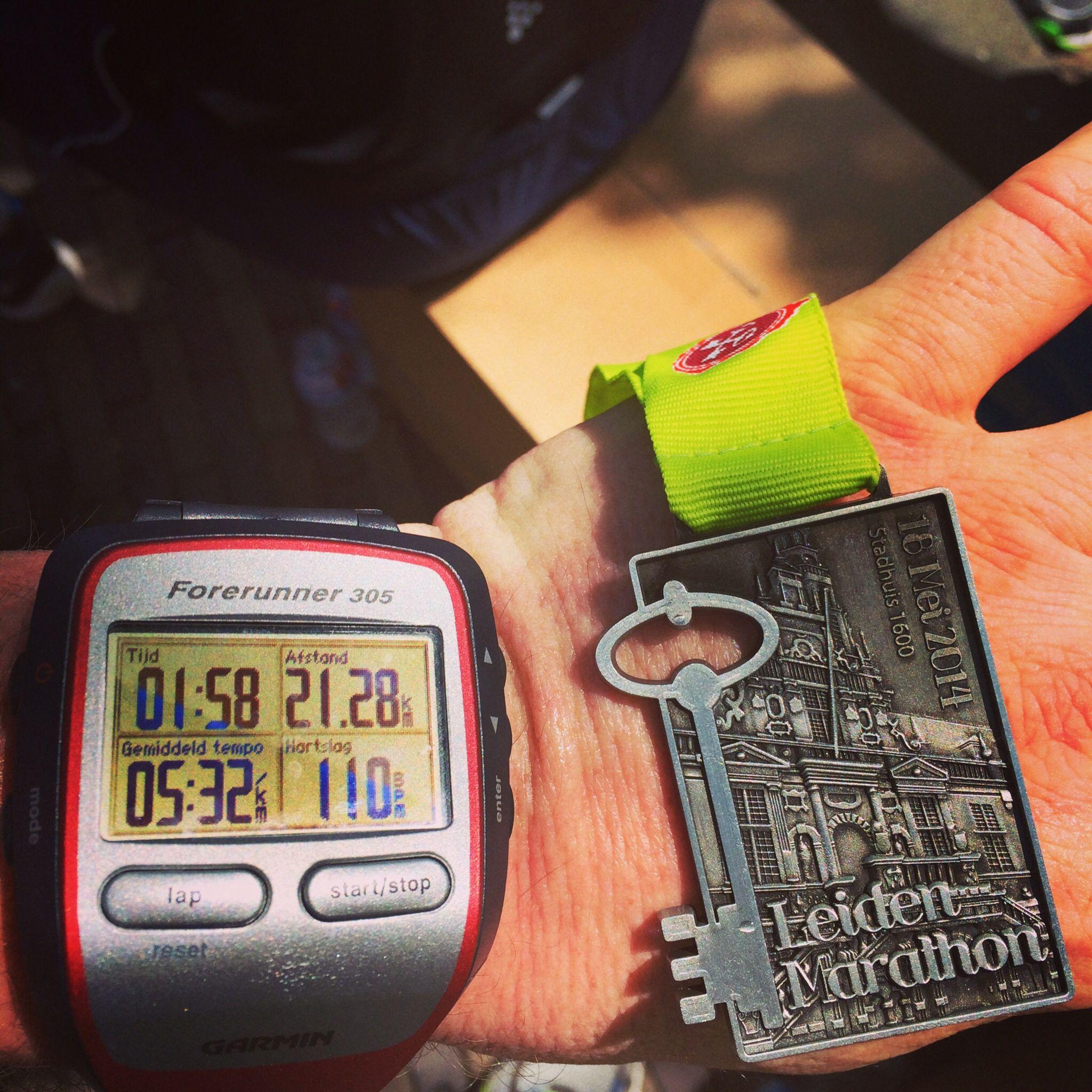 Na de finish van de Halve M tijdens de Leiden Marathon, 18 mei 2014