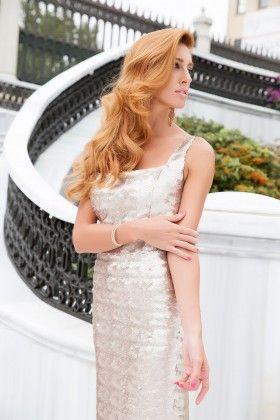 5d79969862118 Fidan Şimşek // Gardırop Gurusu Payetli Kare Yaka Altın Rengi Uzun Elbise:  Lidyana.