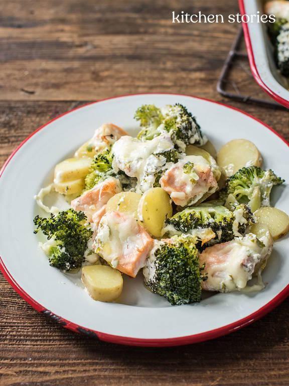 Photo of Tasty salmon and potato broccoli bake Kitchen stories