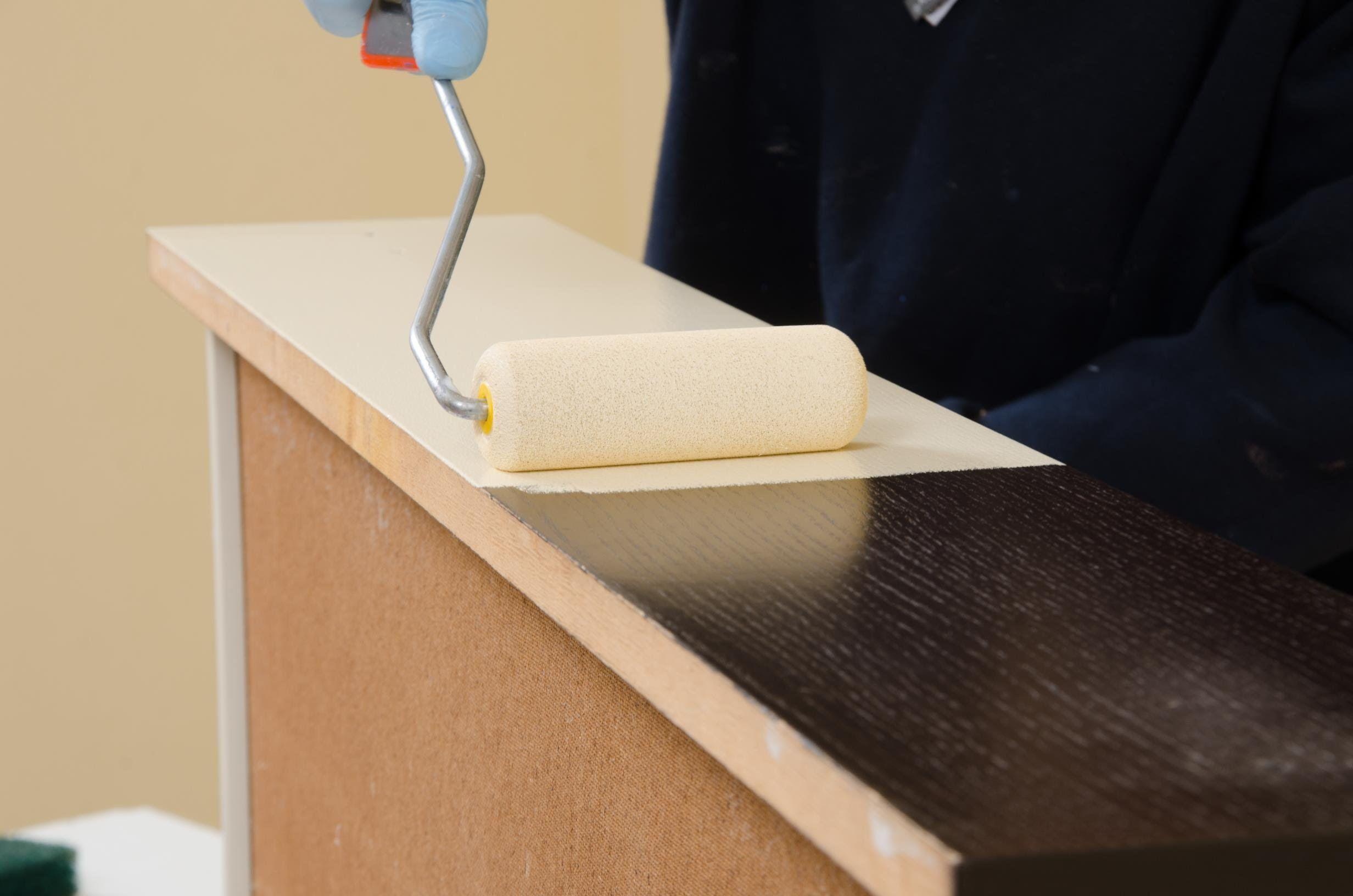 Riverniciare Mobili ~ Verniciare i mobili dellla camera in legno microlegno