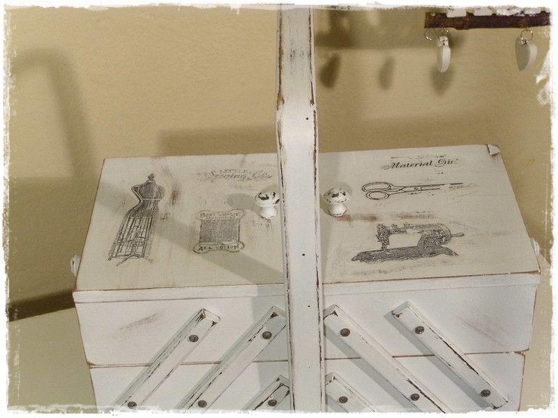 ein alter ger umiger n hkasten aus holz wurde von uns im shabby style aufgearbeitet d h au en. Black Bedroom Furniture Sets. Home Design Ideas