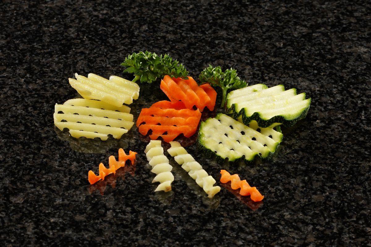 """Corte """"rejilla"""" en patatas, zanahorias y calabacines."""
