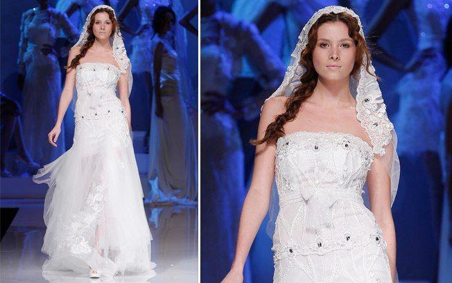 Vestido com saia transparente, mais fluida, tem bordado idêntico ao véu da noiva. De Yolan Cris. Foto: Divulgação/Barcelona Bridal Week