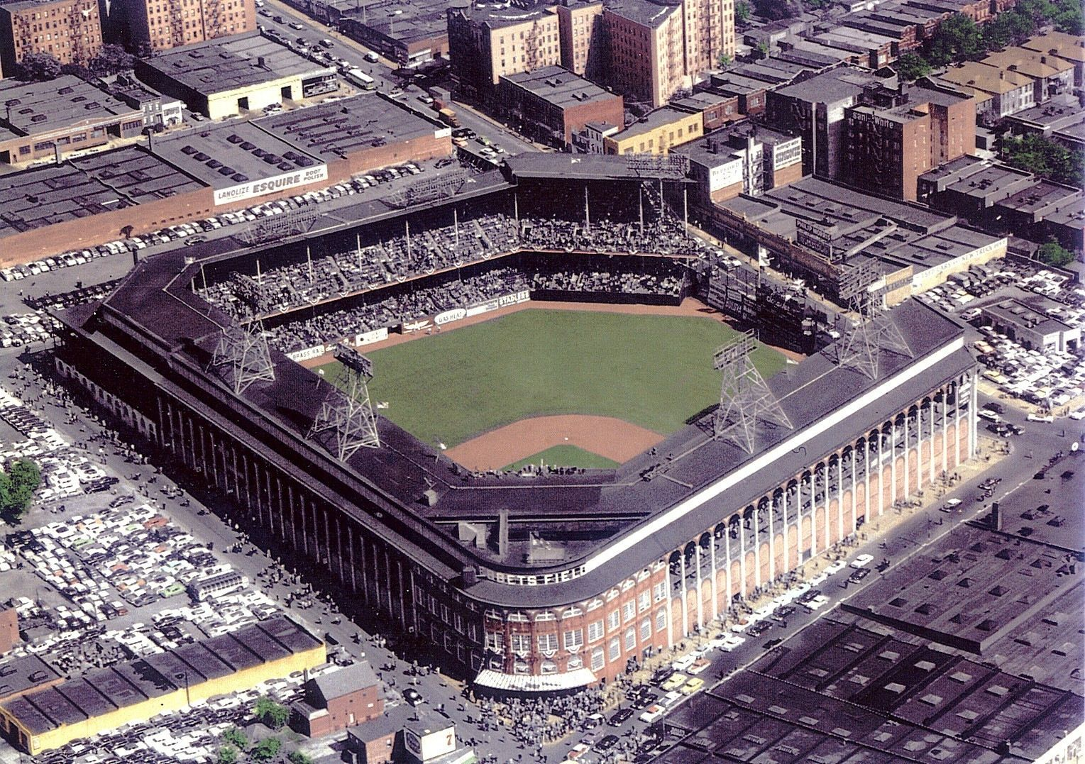 Beautiful Ebbets Field The Better Of Two Venues That The Dodgers Have Historically Called Home Baseball Stadiums Pictures Mlb Stadiums Baseball Park