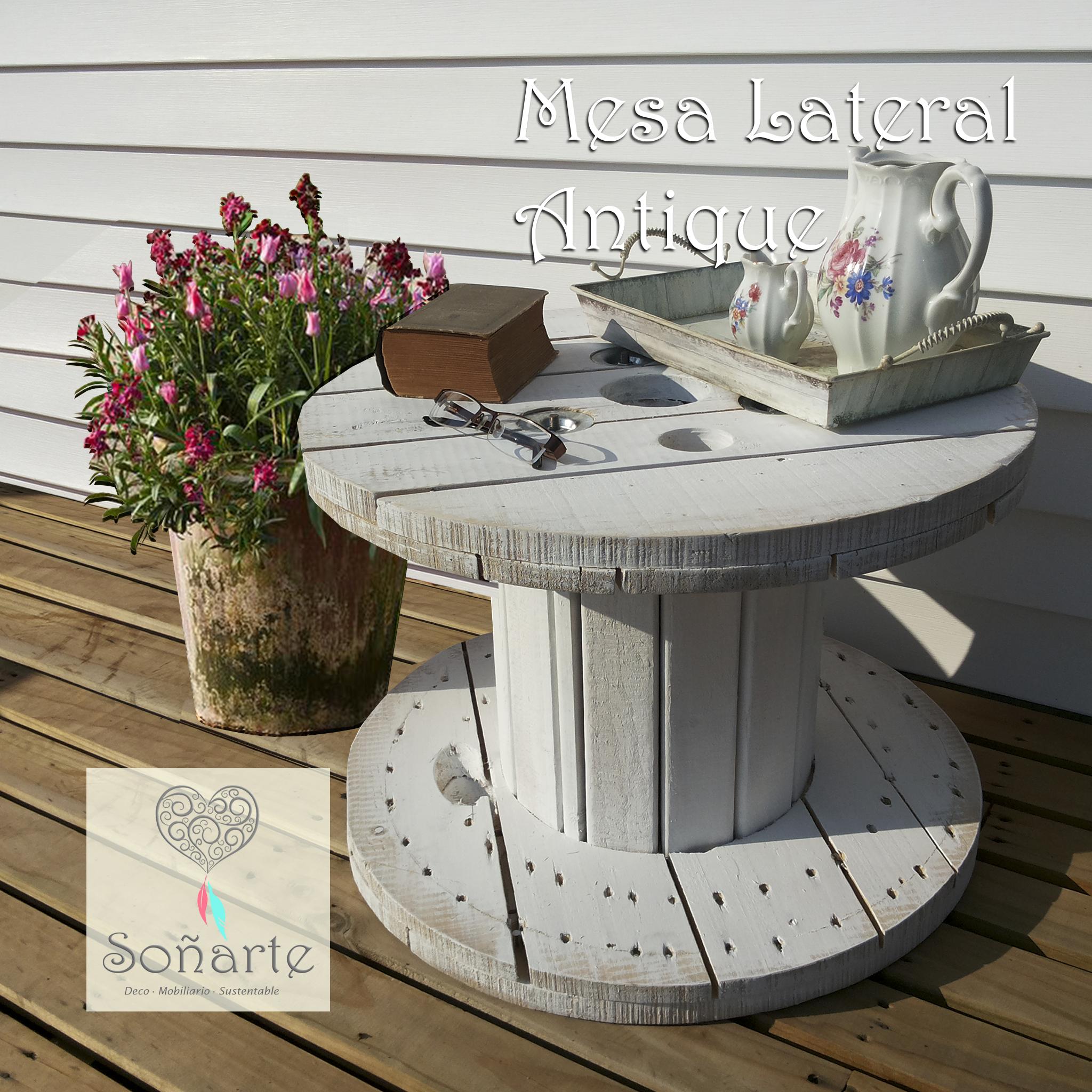 mesa lateral antique de carrete de madera restaurad pintada color blanco con efecto desgastado estilo shabby chic hecho a mano hecho en chile