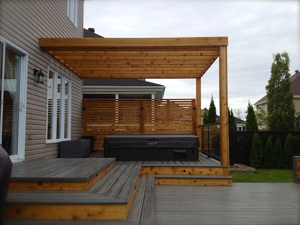 Terrasse en bois avec plusieurs niveaux et pergola house