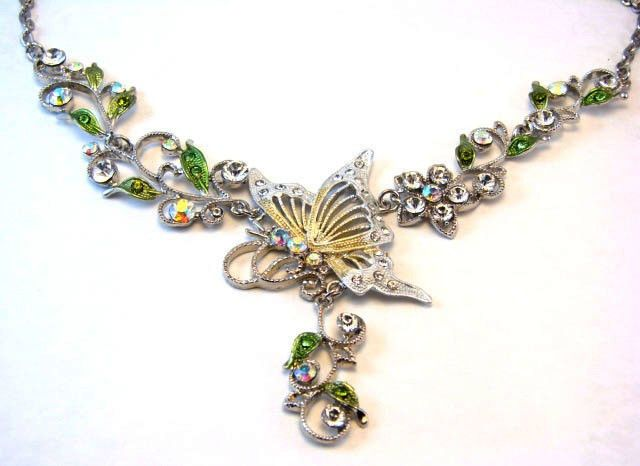 Vintage Rhinestone Silver Tone Chain Butterfly Jewelry Necklace Pendant