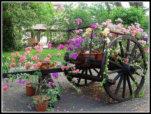 Carreta con flores proyectos que debo intentar for Carreta de madera para jardin