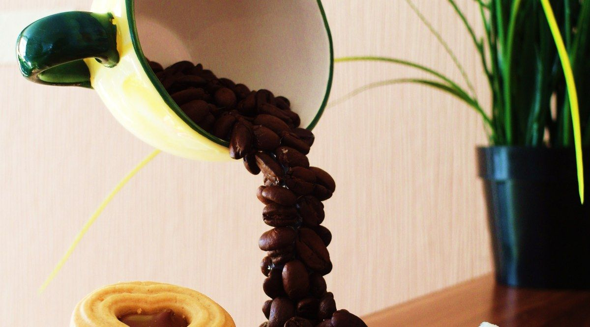 schwebende tasse diy tolle dinge f r die wohung selber machen pinterest schweben basteln. Black Bedroom Furniture Sets. Home Design Ideas