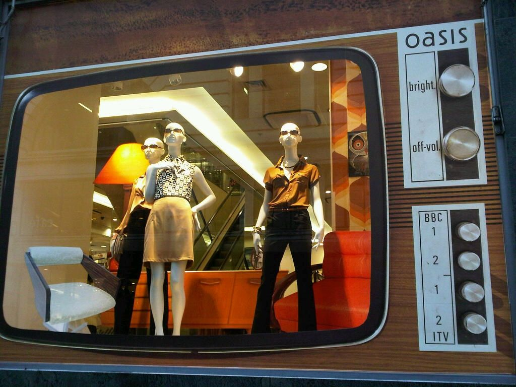Fashion retail window displays 51