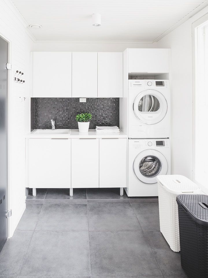 une buanderie moderne noir et blanc lavage linge organisation am nagement http www m. Black Bedroom Furniture Sets. Home Design Ideas