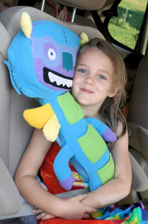 Seat Pets This Is Actually All I Want For Christmas With Images Kids Seating Diy Stuffed Animals Seat Belt Pillow
