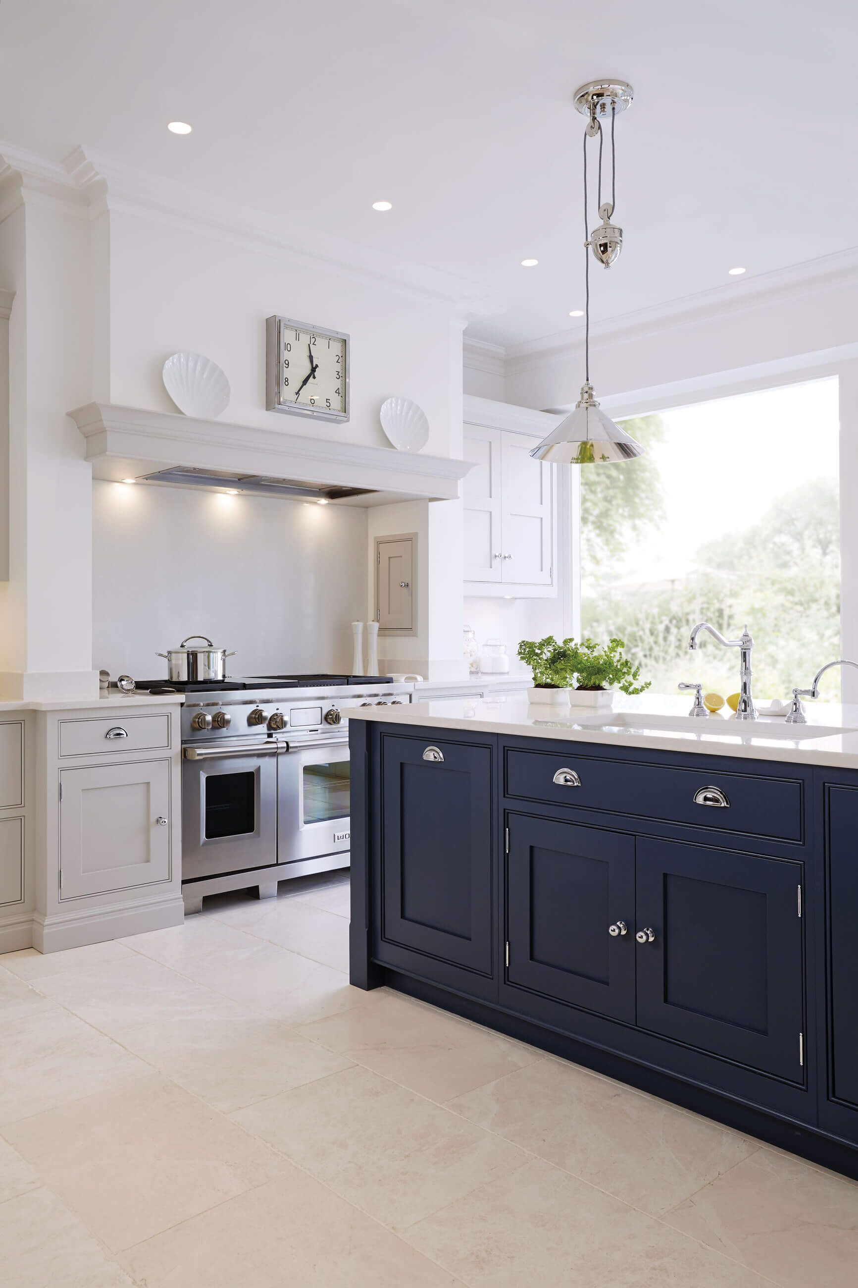 Küchenideen bauernhaus luxury blue painted kitchen with feature island with full length