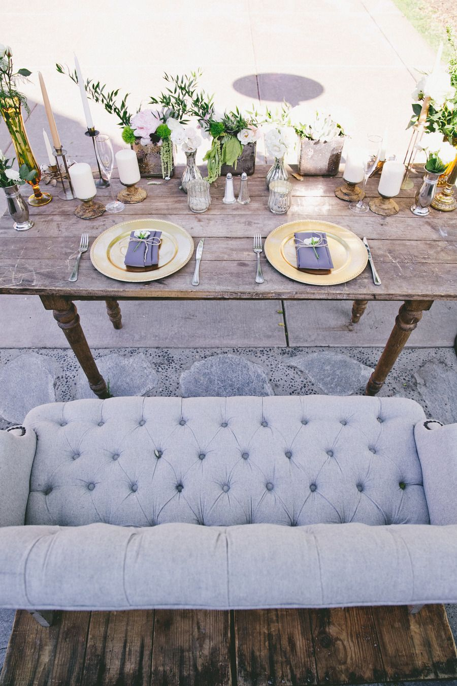 Crystal And Crates Vintage Als Has A Farmhouse Sweetheart Table Similar Settee