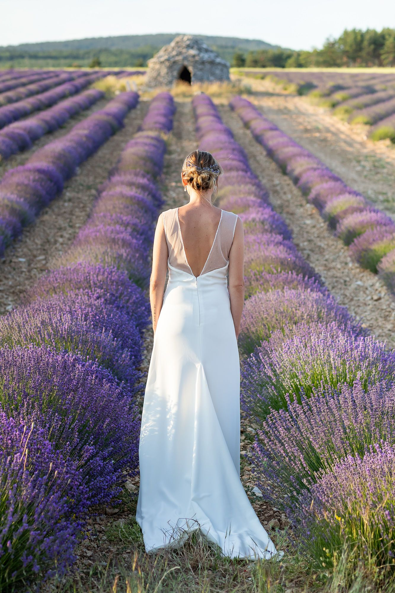 Mariage Intime En Provence Elopement En 2020 Mariage Intime Mariage Robes De Mariee A Manches