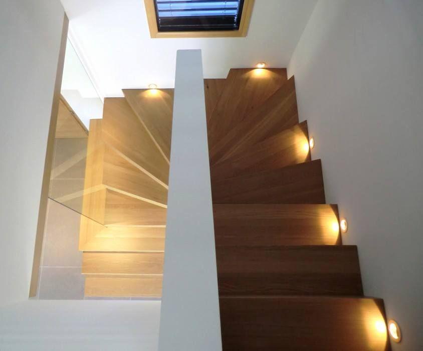 Escalier Linea Deux Quarts De Tour Avec Led Incrustees Dans Le Mur Pour Plus De Photos Rdv Sur Www Hurpeau M Escalier Design Idees Escalier Eclairage Escalier