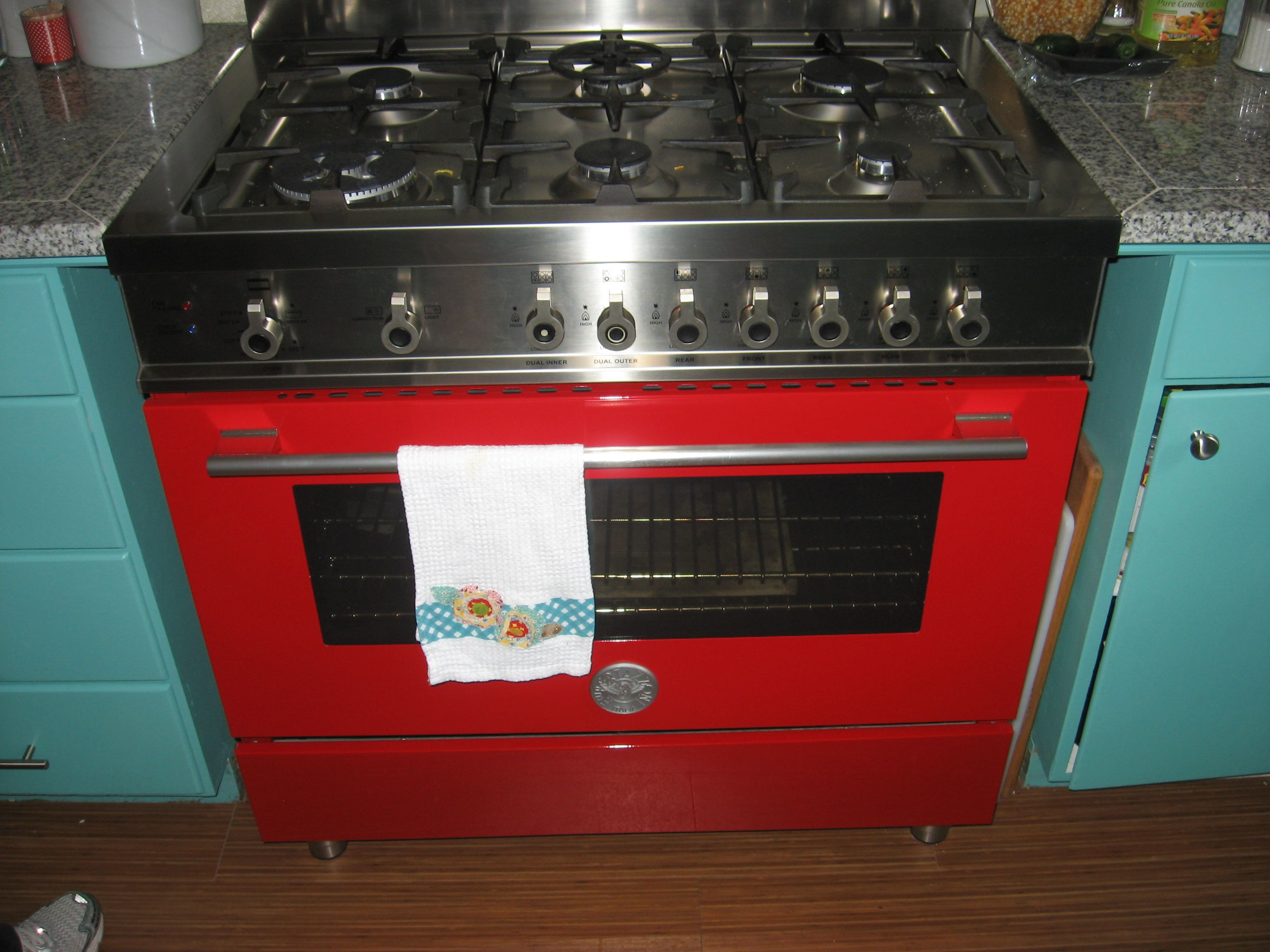 My Stove Bertie A Ferrari Red Bertazzoni Italian 6 Burner Gas Range With Convection Oven