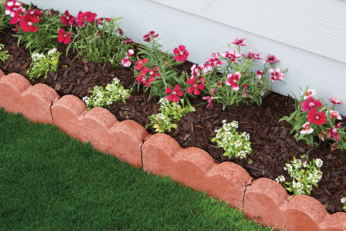 Scalloped Edging Adds A Classic Look To Any Flowerbed Or Pathway Border This 12 In Straight Version Of The Sca Garden Edging Edgers Landscape Diy Landscaping
