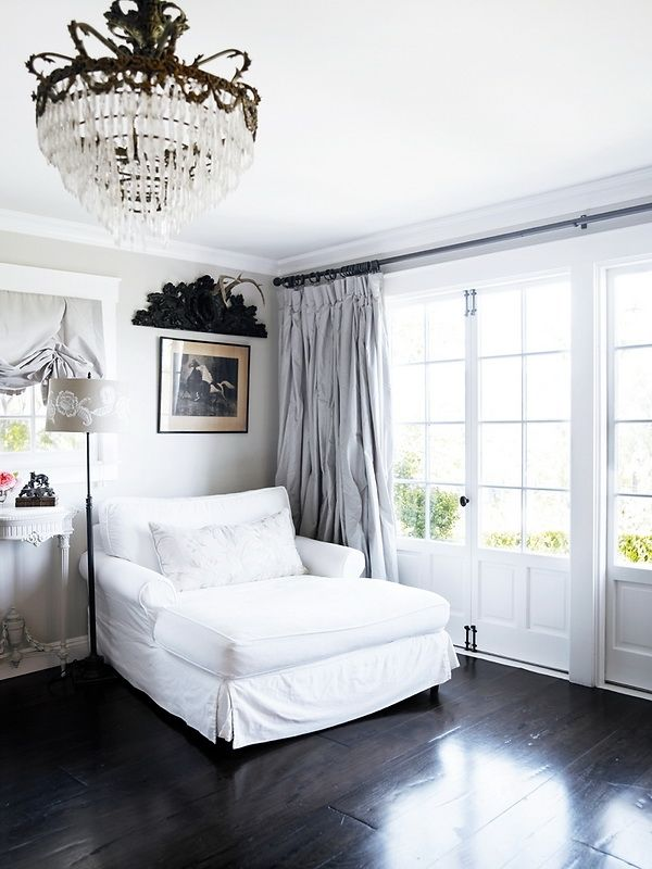 dark floors + overstuffed chaise.