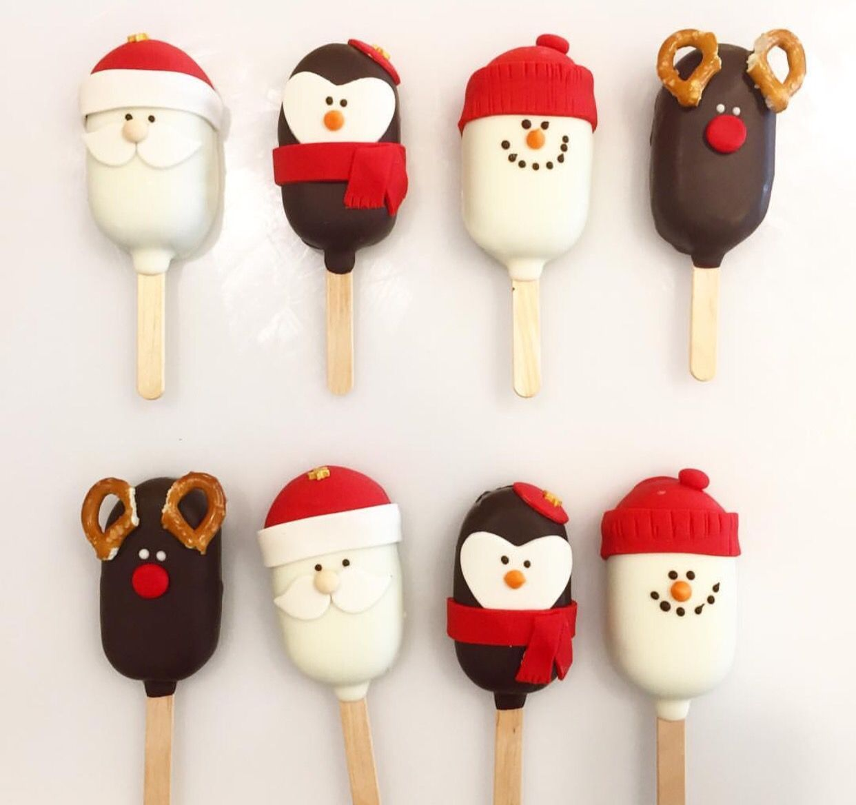 Christmas Themed Cakesicles.Cute Food Yummy Food Drinks Cake Pops Christmas Cake