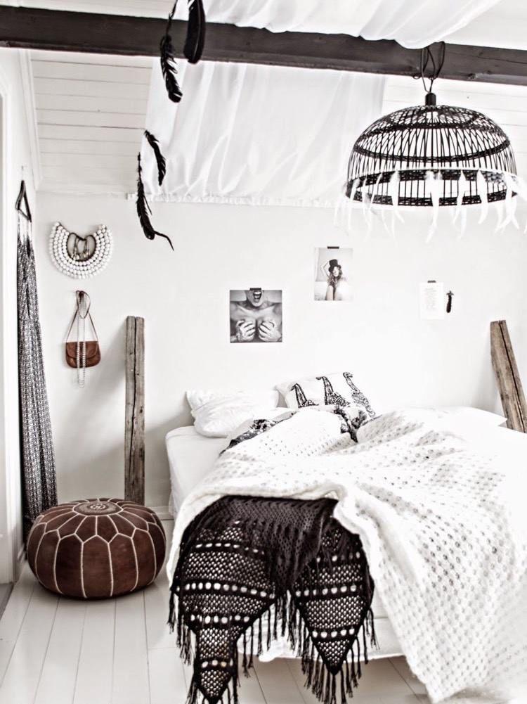 chambre boh me blanche et pleine de charme pour un chez. Black Bedroom Furniture Sets. Home Design Ideas