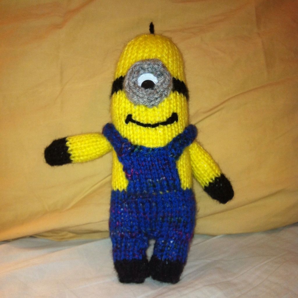 How to knit a minion knit patterns crochet and patterns how to knit a minion bankloansurffo Images