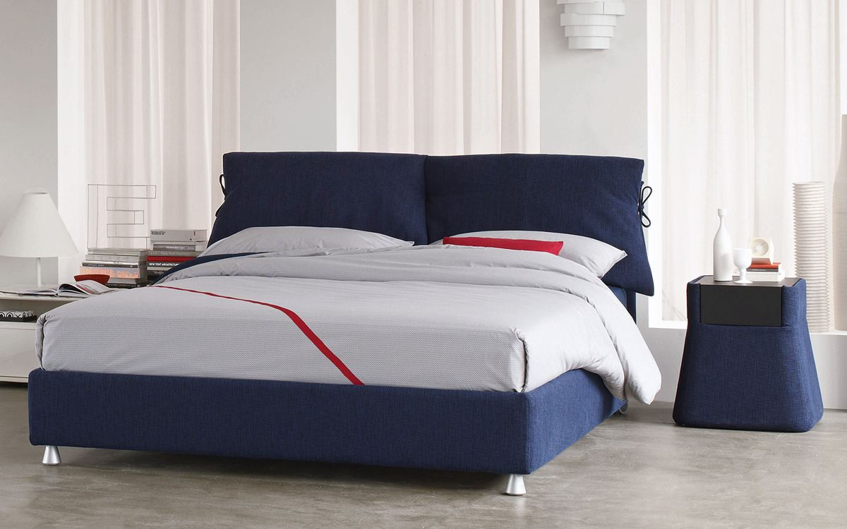 The parent of all textile beds, with its unmistakeable bows // Il ...