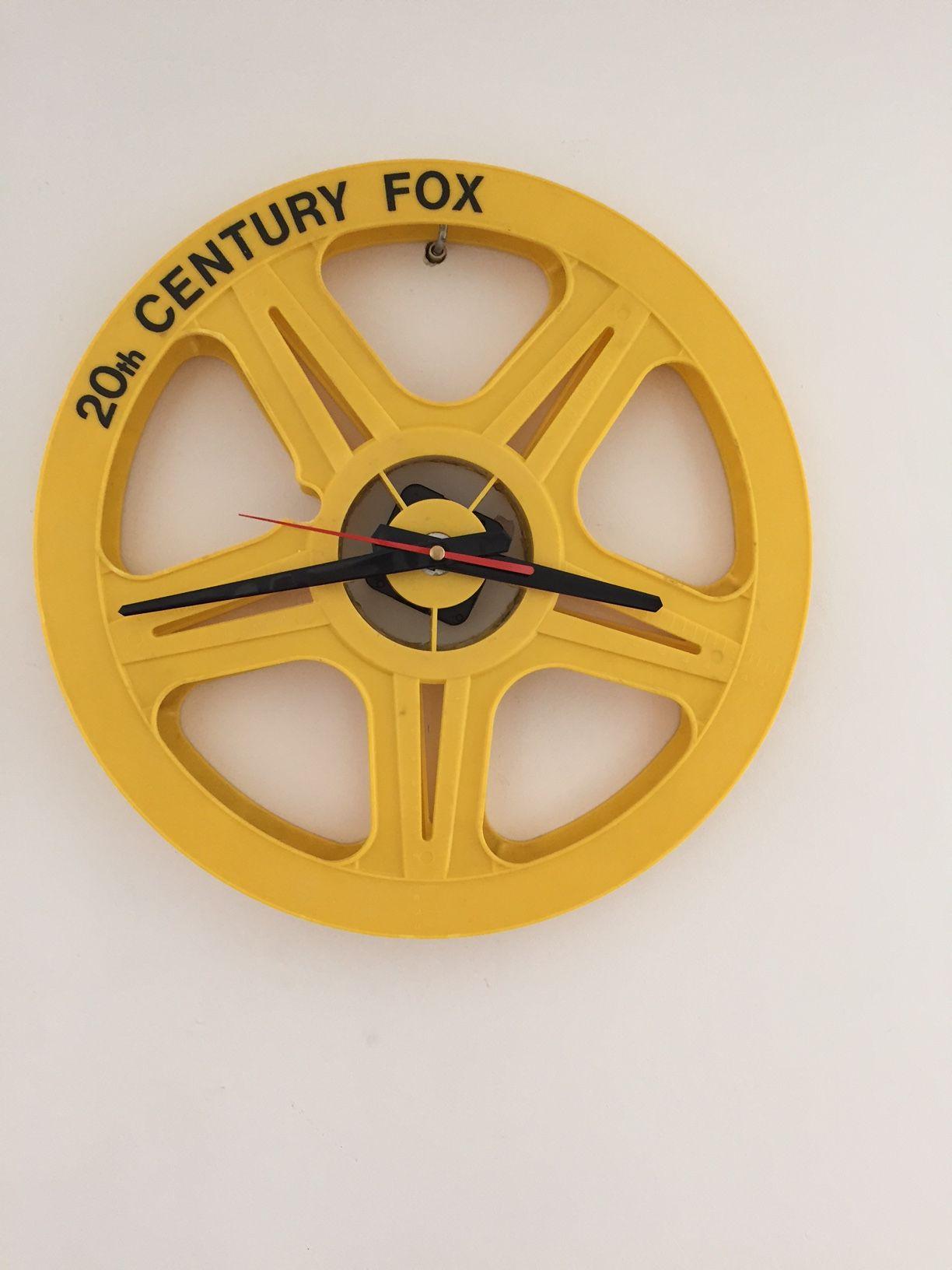 cinema clock to unikatowy zegar z tworzyw pcv przyleciał