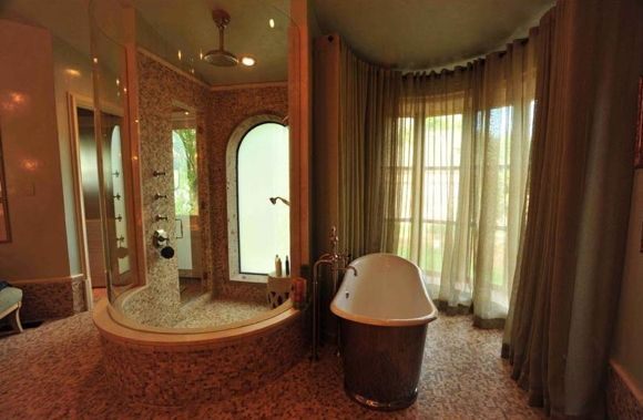 Chateau Lyon, Estate of the Day