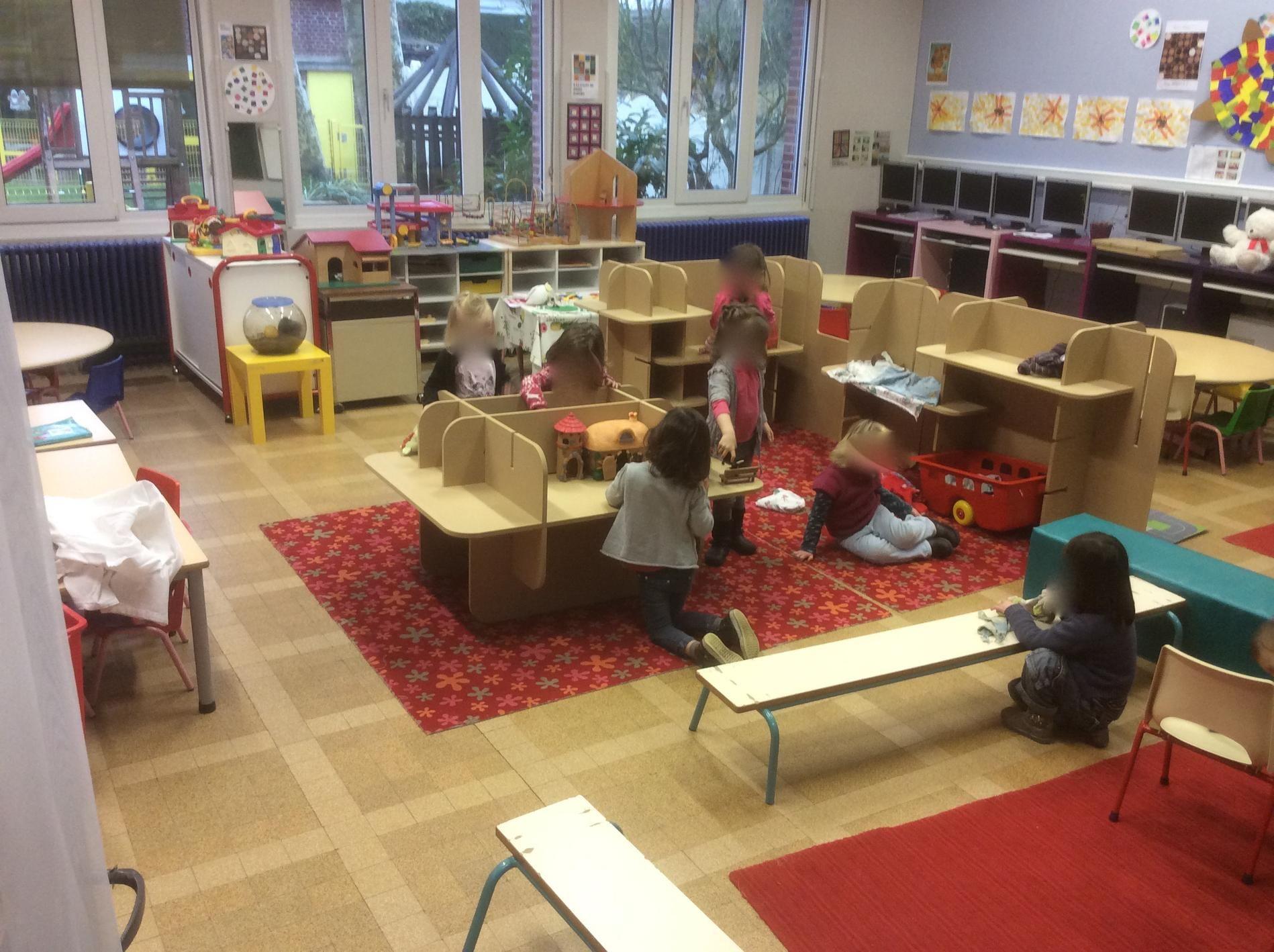 Zone d 39 activit s au centre de la classe pour am nager sa classe de maternelle en respectant les - Decoration classe petite section ...