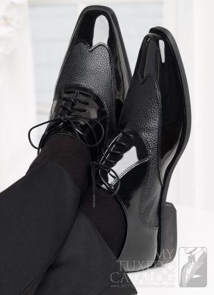 Zapatos de charol con textura para el novio. Inspírate en