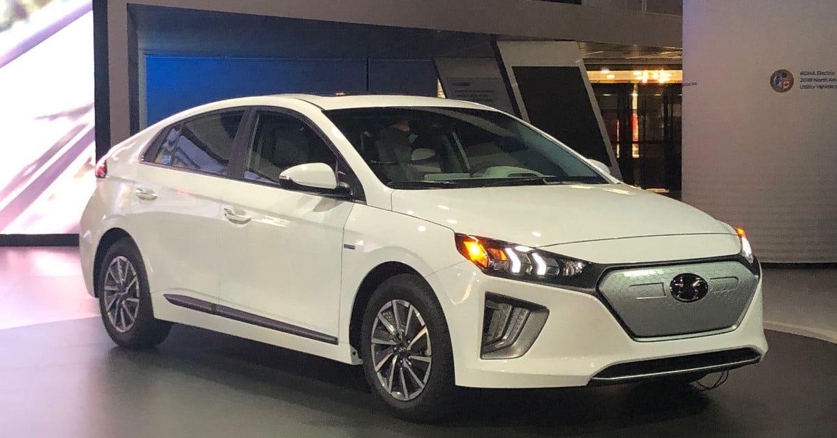 Hyundai Unveils 2020 Ioniq Ev And Vision T Concept At La Auto Show Digital Trends Electric Cars Hyundai New Hyundai
