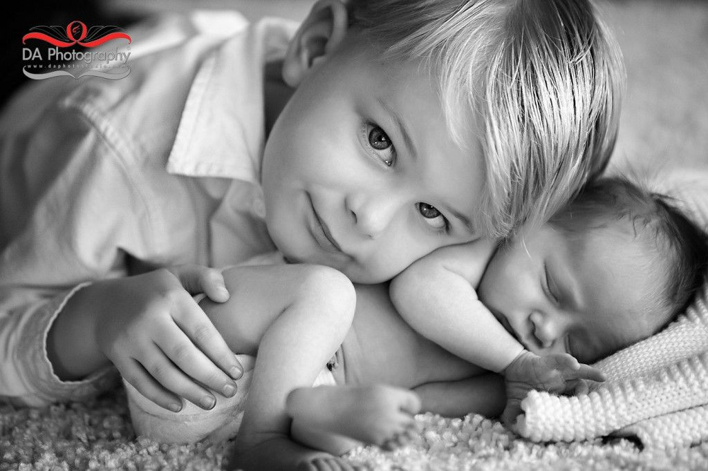 Newborn Poses Siblings Portrait