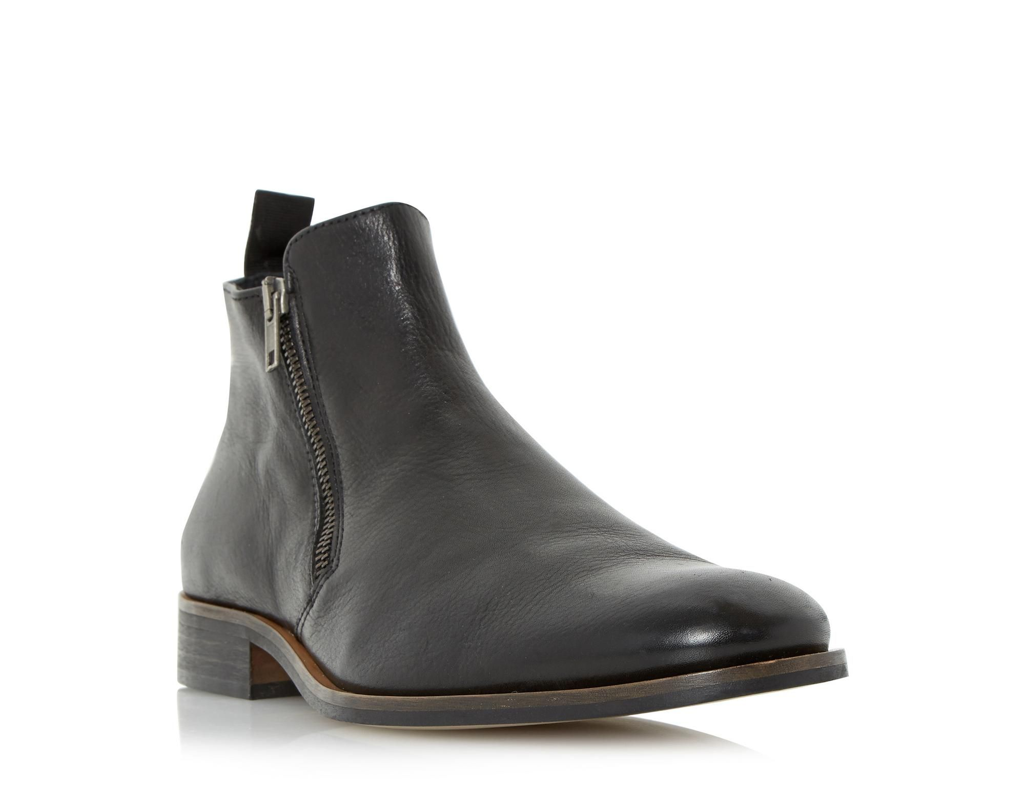 b37b57275 Refresh your off duty look for the new season with this leather boot. It  features