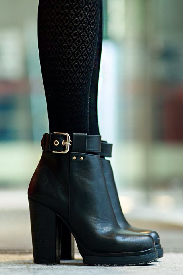 Perfect!!! Obviously I have an obsession with black boots. | via https://www.pinterest.com/emneeflent/pins/