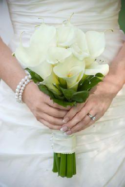 Ramo de alcatraz blanco en bouquet