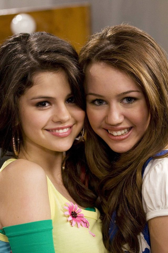 This Is Miley Cyrus And Selena Gomez Selena Gomez Miley Cyrus Miley Cyrus Selena Gomez Images