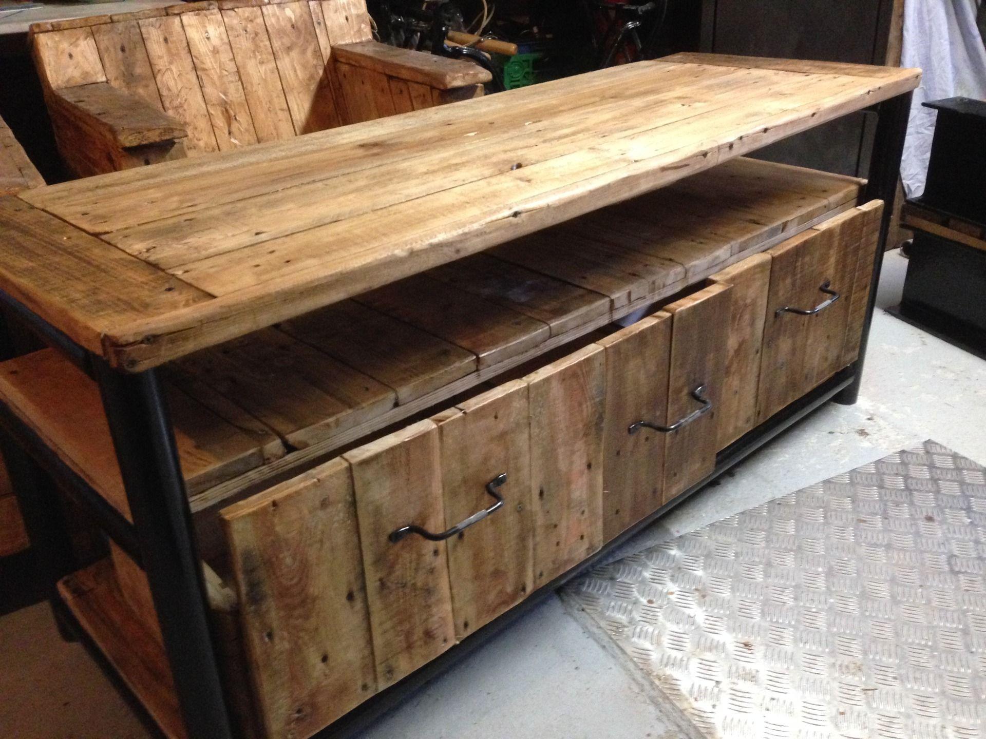 meuble tv artisanal recherche google maison pinterest meuble acier acier bois et. Black Bedroom Furniture Sets. Home Design Ideas