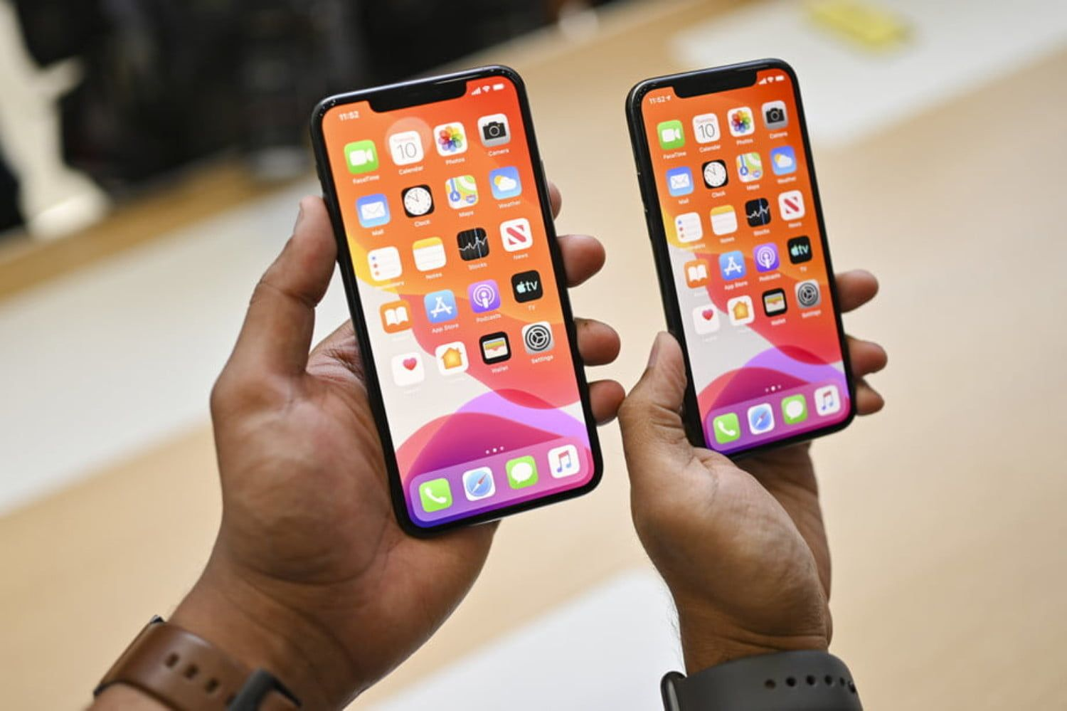 News Apple Deals Best Black Friday Iphone Deals 2019 The Lowest Prices On Apple S Smartphones Iphone Iphone Upgrade Iphone Deals
