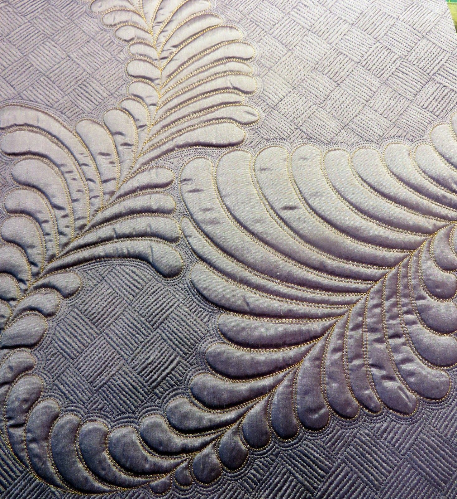 Cindy Needham: Heirloom Feathers quilting, July 2014