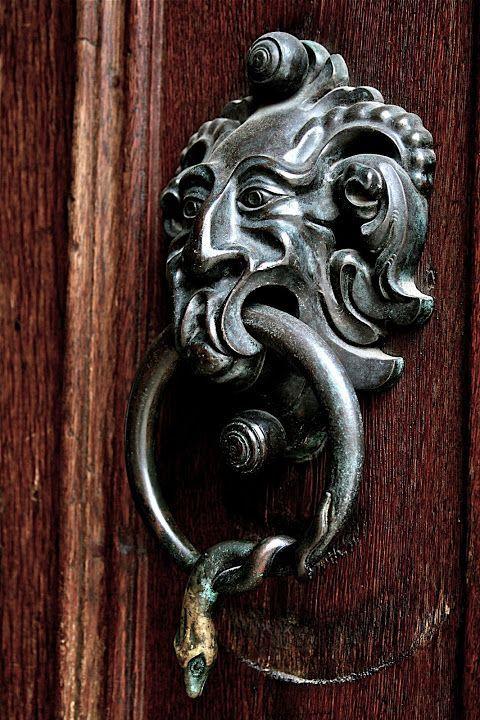 Germany door knocker by Lindsay Thompson & Germany door knocker by Lindsay Thompson | door details