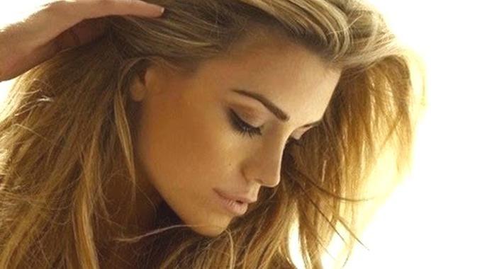 La Recette Facile du Spray Pour Cheveux Rayonnants (Même ...