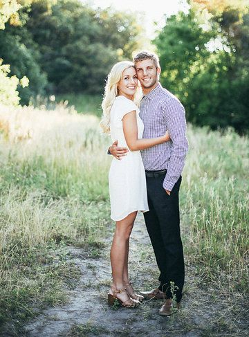 Cute Casual Natural Pose Couple Picture Poses Couple Photography Poses Couple Photography