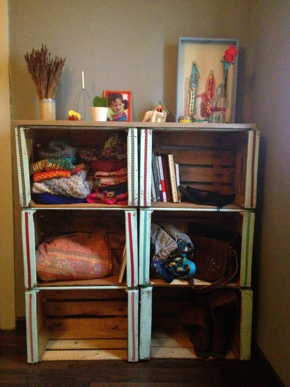 un lingo mueble hecho con cajas de fruta reycled fruit boxes wood diy