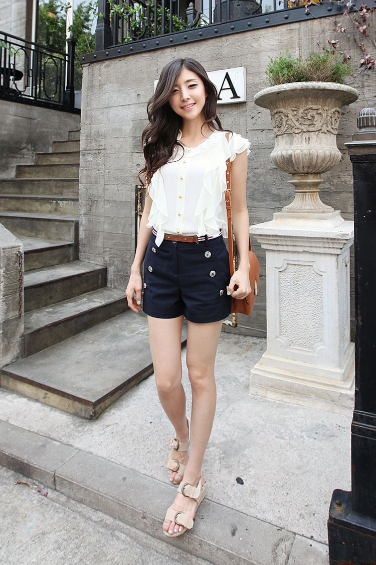 I find that Korean girls look really beautiful in a light-coloured blouse and dark shorts. A belt makes the look even more sophisticated.