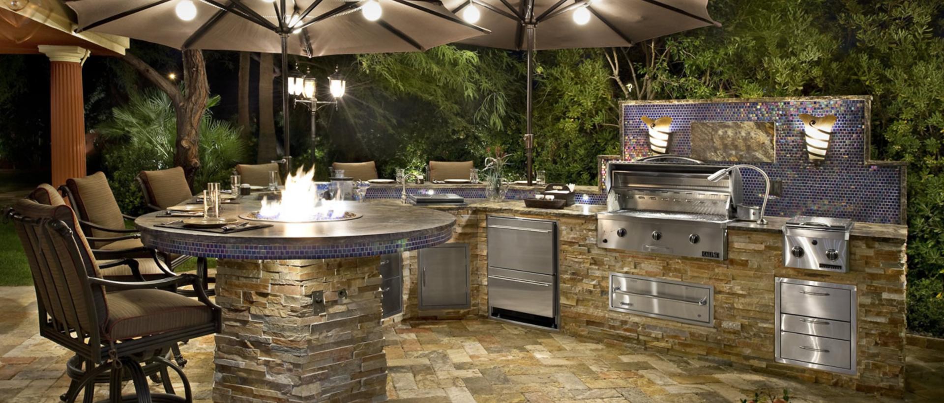 Sarasota Outdoor Kitchens Gallery Round Columns And Blue Tiles Outdoor Kitchen Design Backyard Kitchen Modern Outdoor Kitchen