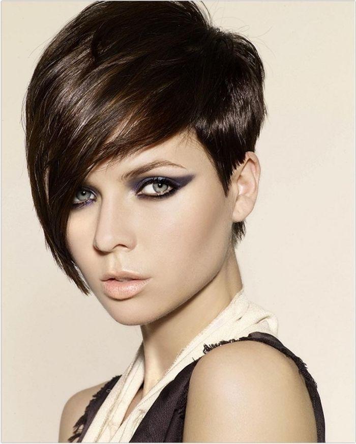 Idée Coiffure : Description coiffure courte avec frange, couleur de cheveux mar… | Coiffures ...