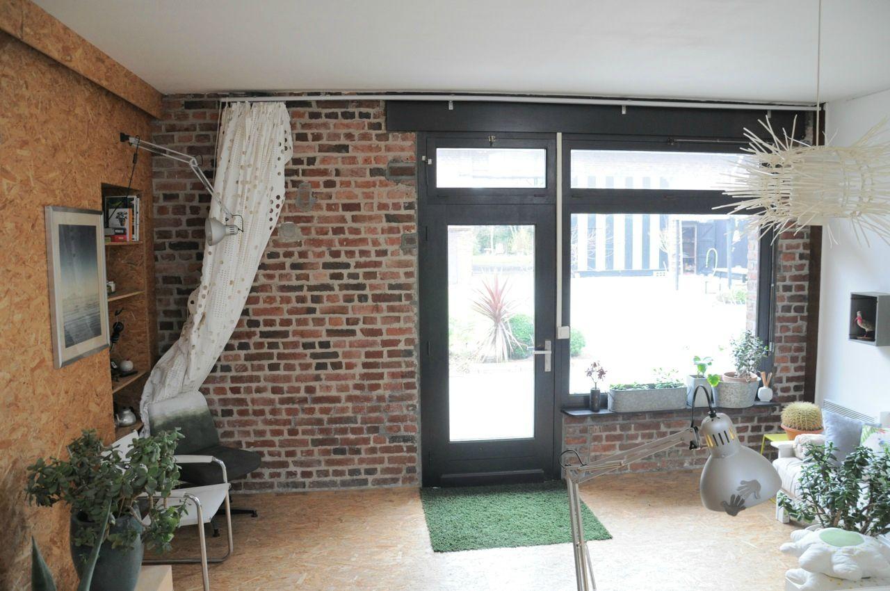 bureau mur brique et fen tre maison pour prise de vue louer pr s de lille. Black Bedroom Furniture Sets. Home Design Ideas