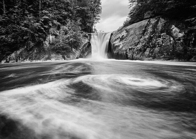 20 Breathtaking Waterfalls Hiding in North Carolina!